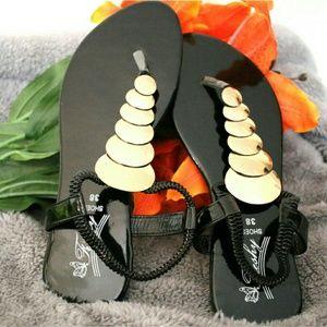Shoes - 🆕Women's Casual Black Gold Sandals NWOT